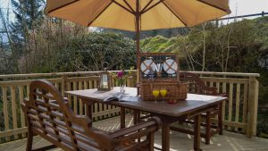 Outdoor dining at Cologin Farmhouse